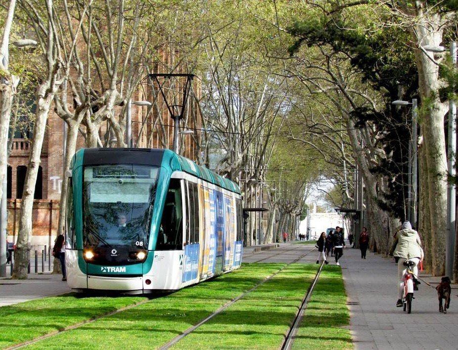西班牙巴塞隆納 Barcelona 人行徒步區路段的輕軌。 圖片/摘自網路