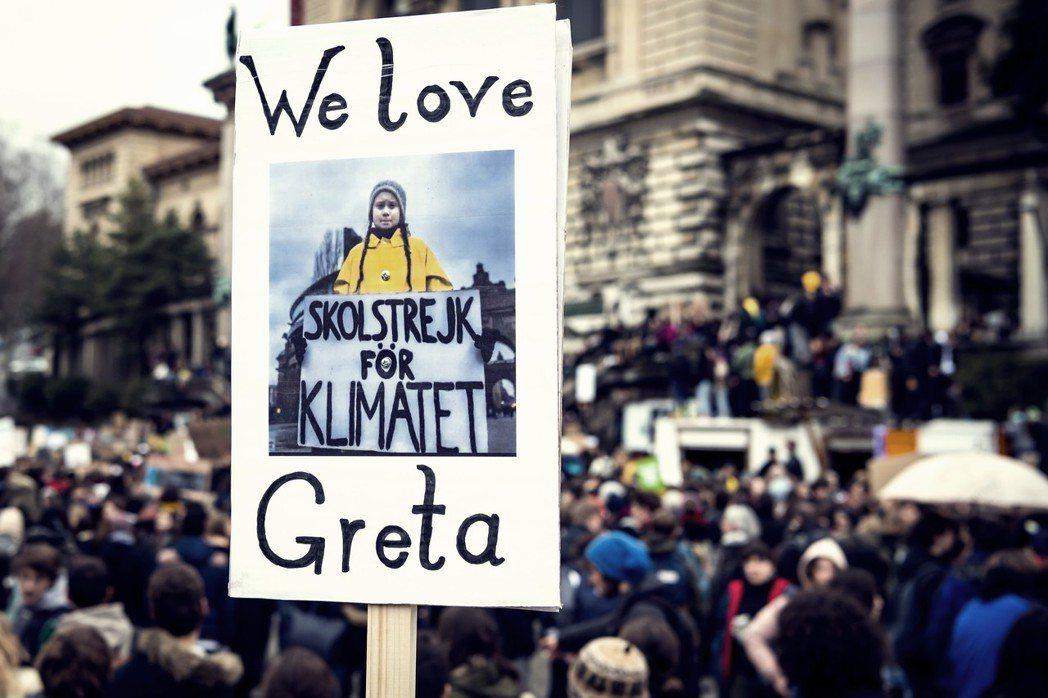 葛莉塔的罷課行動一開始雖然引起質疑,但當她闡述了罷課的理由以及提出言之有理的批評...
