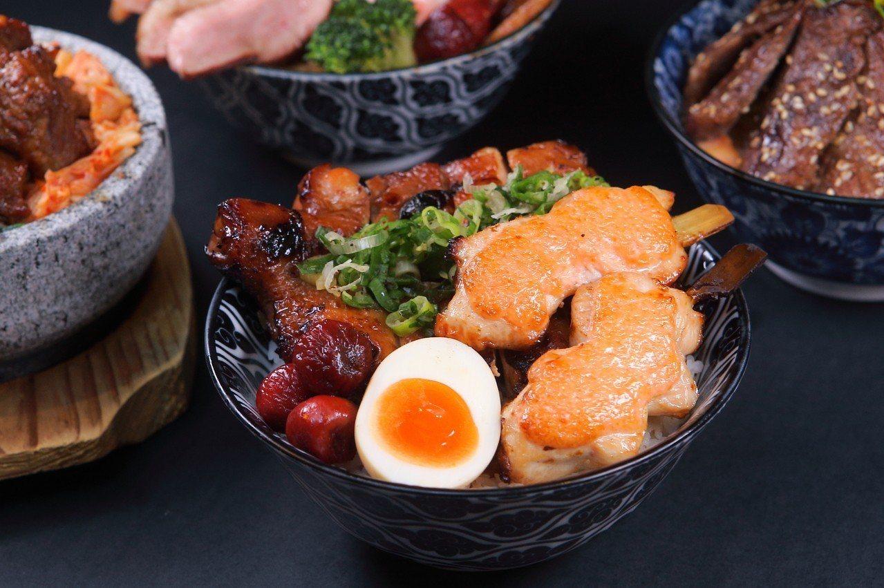搭配整隻雞腿、鹽蔥醬與明太子烤雞串的「鹽蔥雙料雞丼飯」,290元。記者陳睿中/攝...