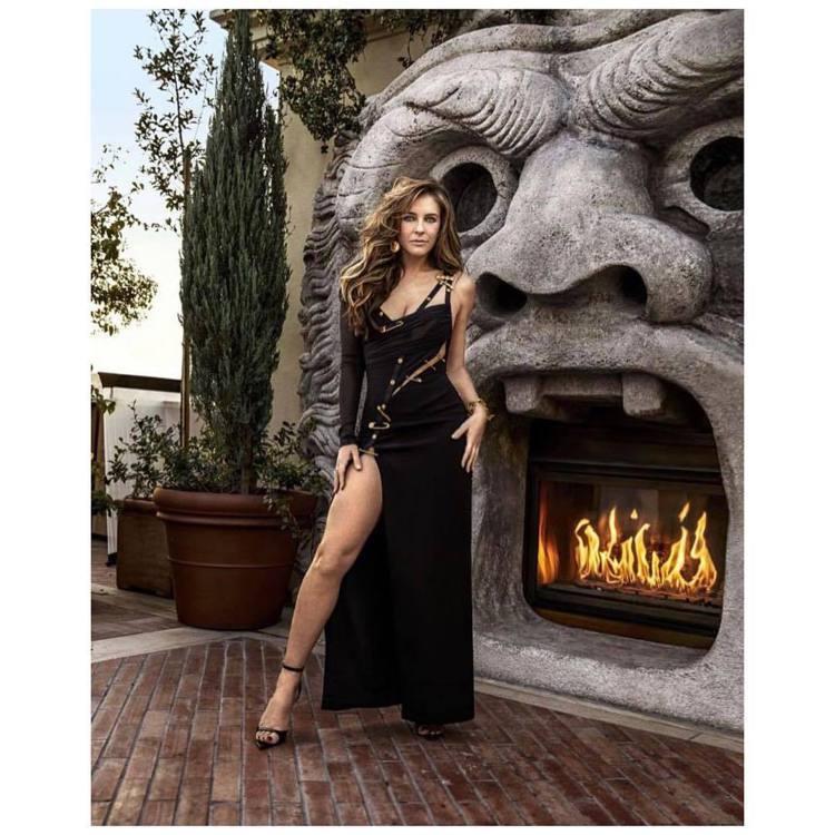 英國女星伊莉莎白赫莉再度穿上Versace別針禮服。圖/摘自IG