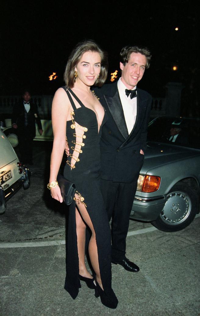 伊莉莎白赫莉在1994年以休葛蘭女友身分陪同對方出席電影首映,當時29歲的她以一...