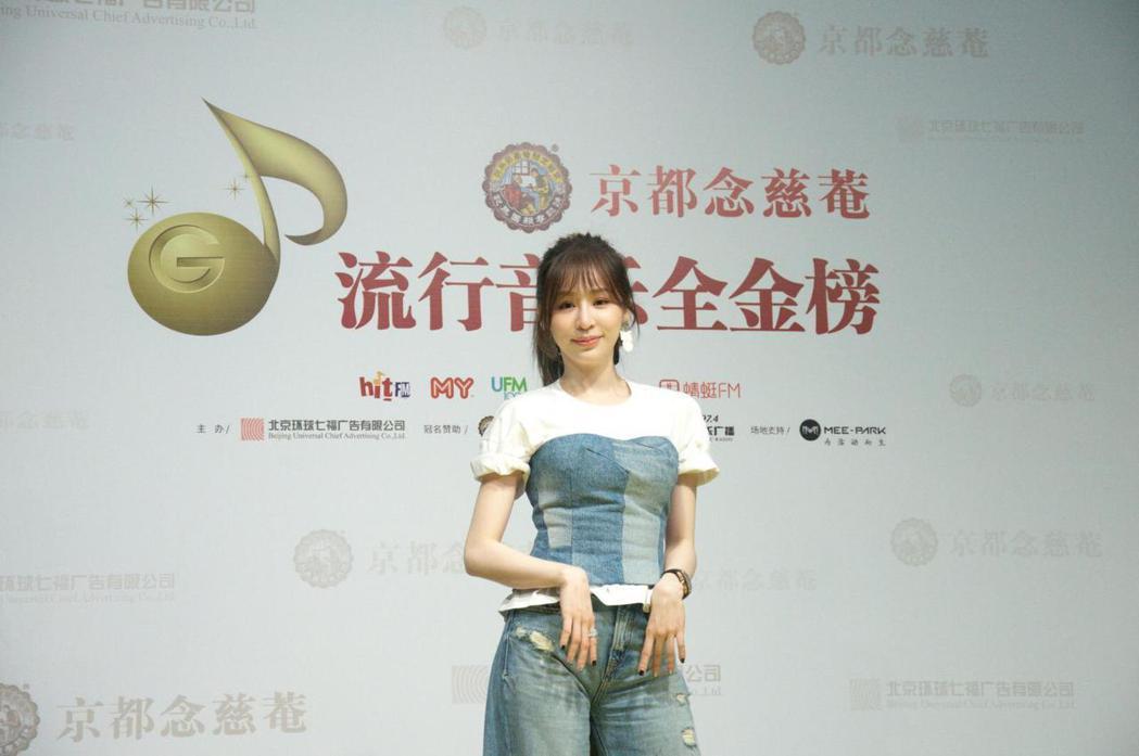 王心凌以牛仔造型出席頒獎典禮。圖/流行音樂全金榜官方照片提供