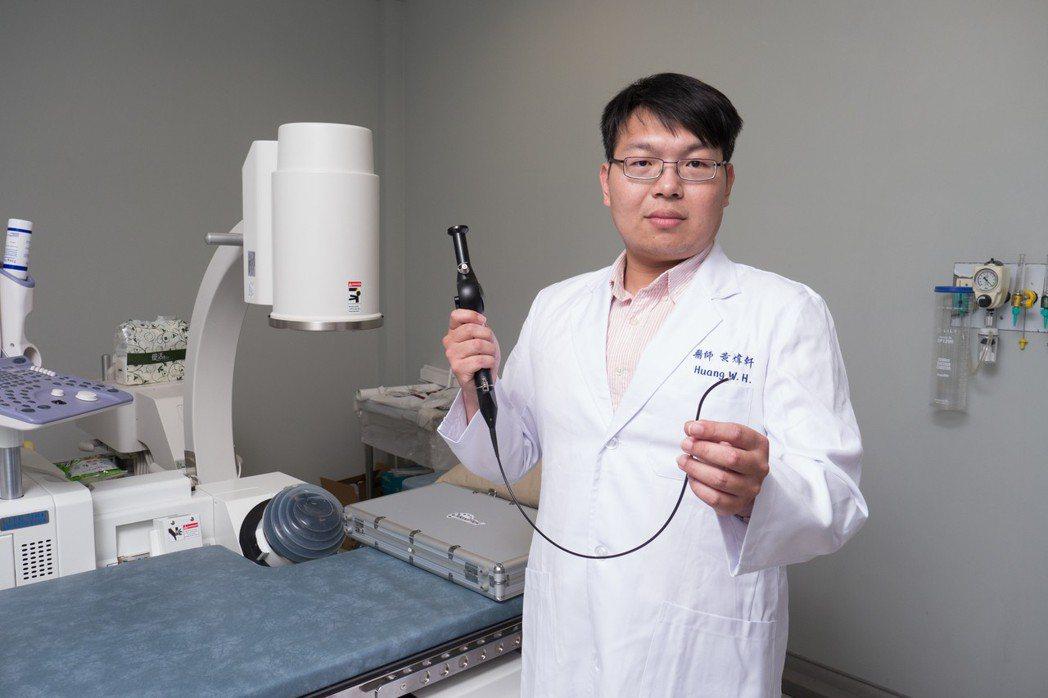 長安醫院泌尿科醫師黃煒軒說,「軟式輸尿管鏡碎石術」沒有傷口、不會造成腎臟實質損傷...