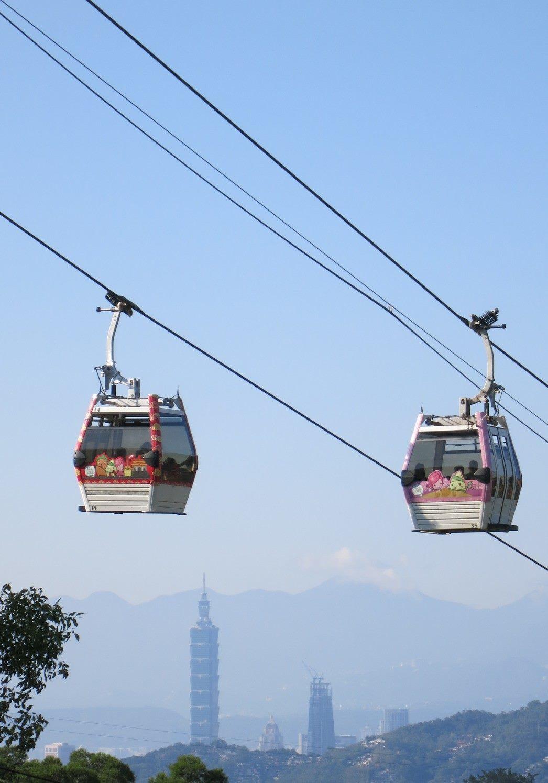 慶祝兒童節,台北捷運公司營運的貓空纜車分別在在兒童節清明節4天連假推出國小以下學...