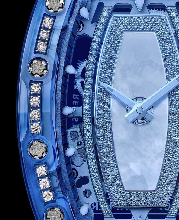 RM 07-02鑲鑽藍寶石水晶女表,是RICHARD MILLE首度在藍寶石水晶...