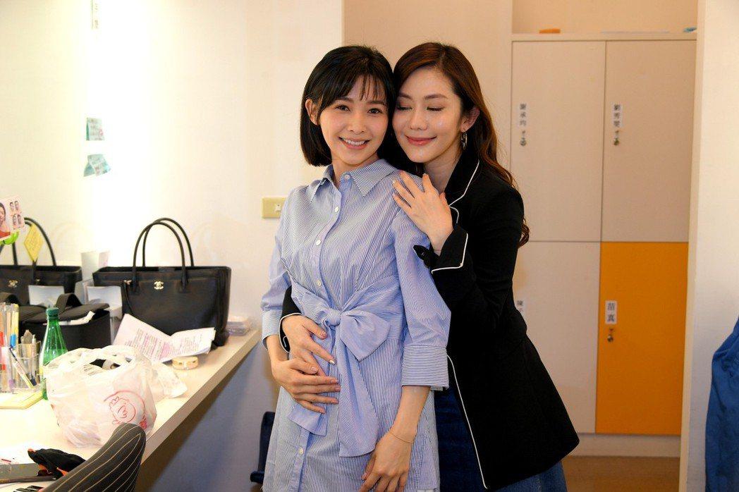 吳婉君(左)和王宇婕私下感情超好。圖/三立提供