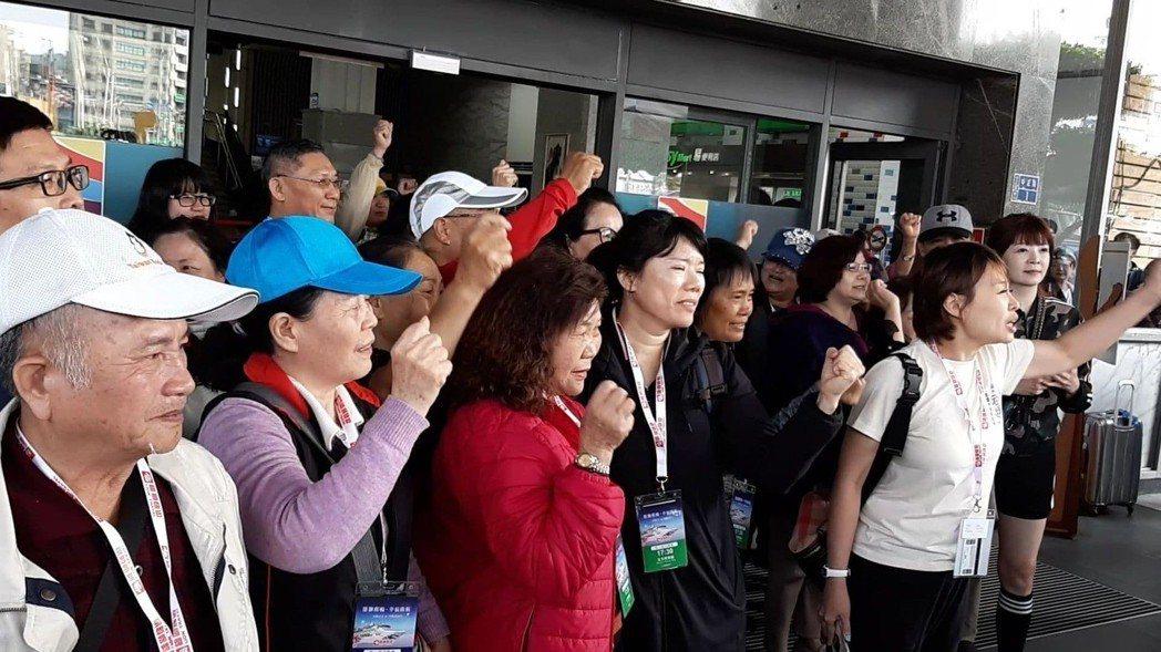 基隆市政府消保官黃美瓏再三澄清,發起抗議的旅客均理性表達訴求,要求旅行社出面道歉...