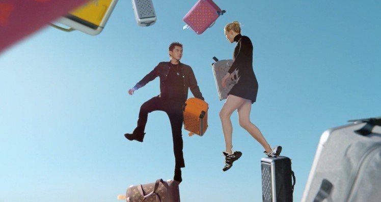吳亦凡和卡莉克勞斯演繹路易威登Horizon Soft系列行李箱的形象影片。圖/...