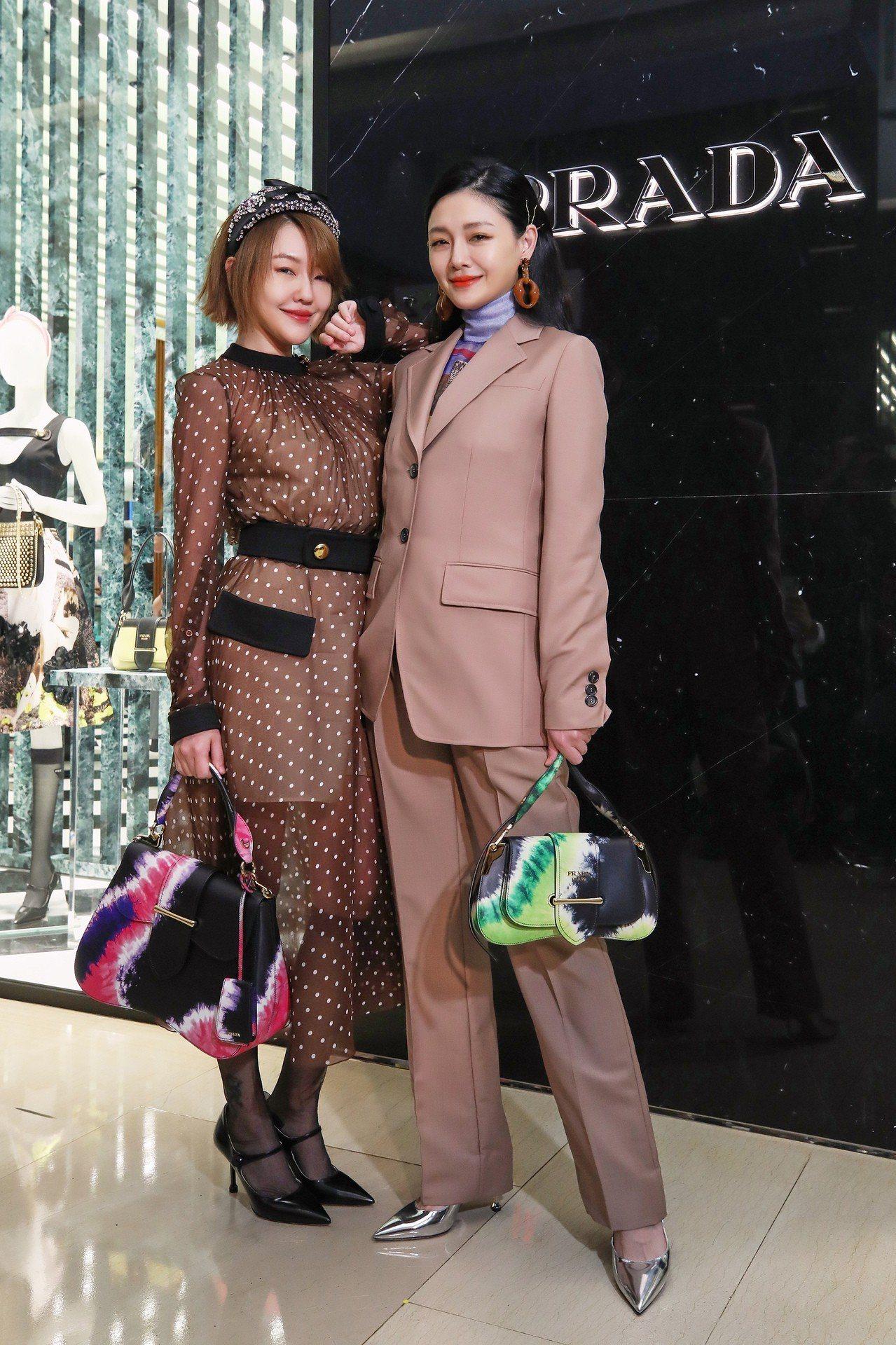 很久沒有在台灣一起公開出席活動的大小S,攜手為時尚品牌PRADA台中大遠百全新形...