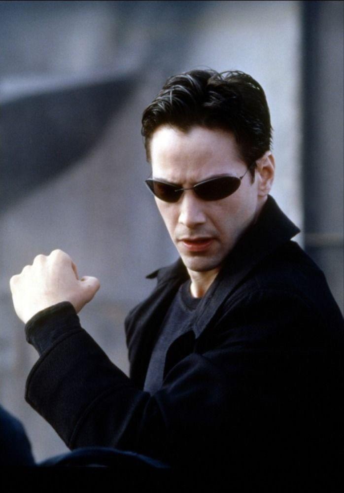 基努李維還沒接演「駭客任務」前,製片公司為了敲定大咖主演,像是無頭蒼蠅。圖/摘自...