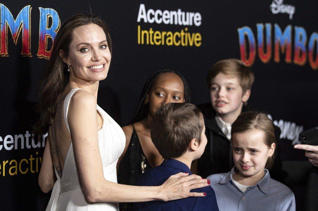 安琪莉娜裘莉喜歡帶著孩子們一起出席電影首映會,寵小孩不計一切。圖/歐新社資料照片