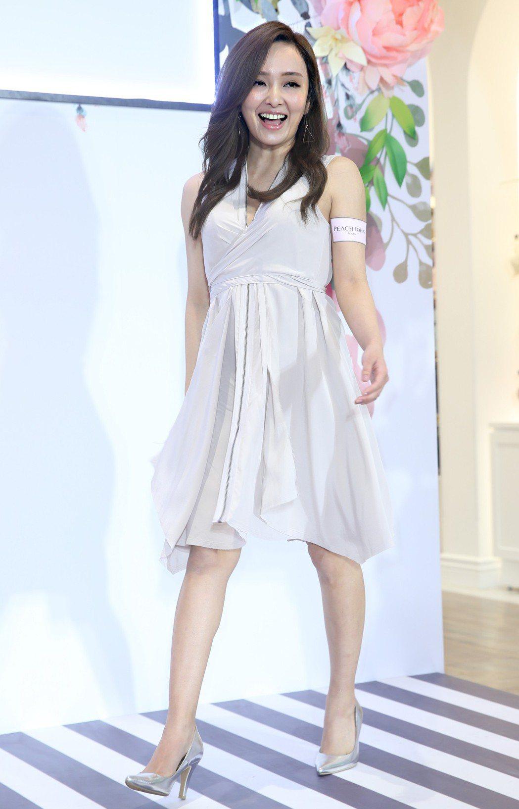愛紗出席內衣品牌PEACH JOHN春季新品上市,分享日本女孩春夏穿搭小心機。記...