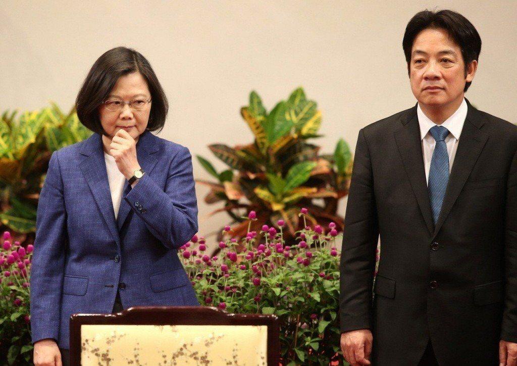 行政院前院長賴清德(右)在立委補選後宣布參加總統初選,恐造成民進黨分裂問題。 圖...