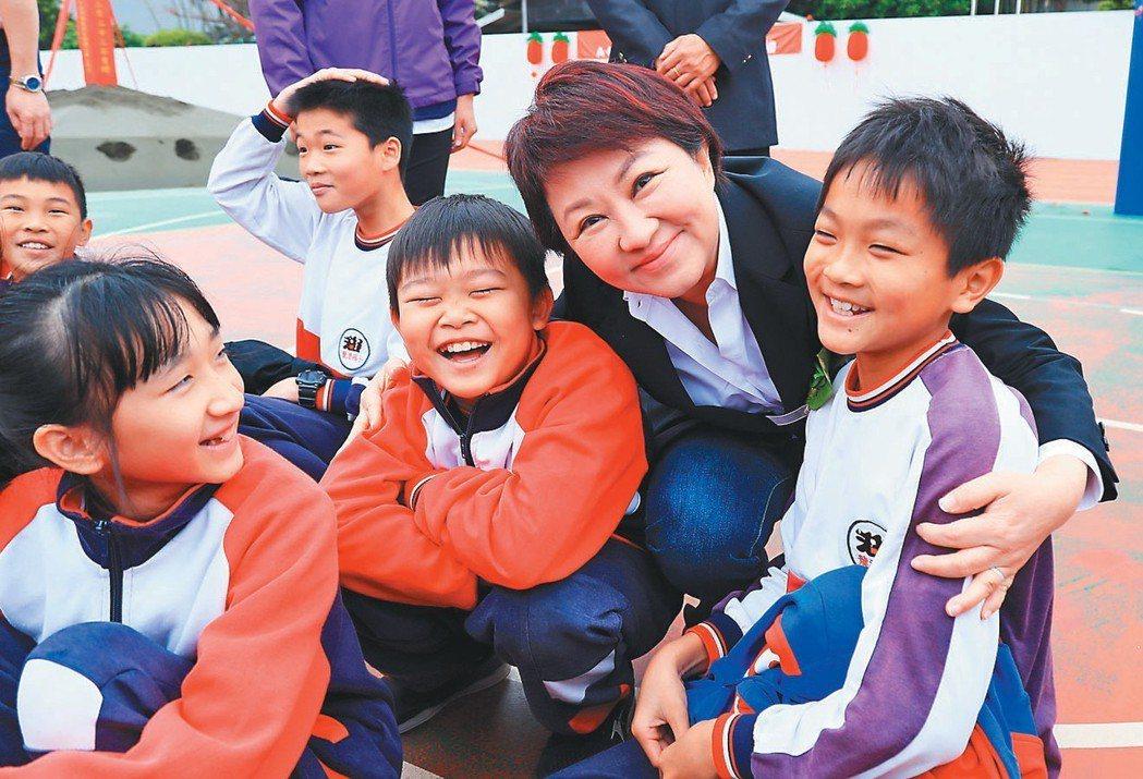 台中市長盧秀燕去年底上任後,積極履行競選政策,要找回台中市民的幸福感。 記者宋健...