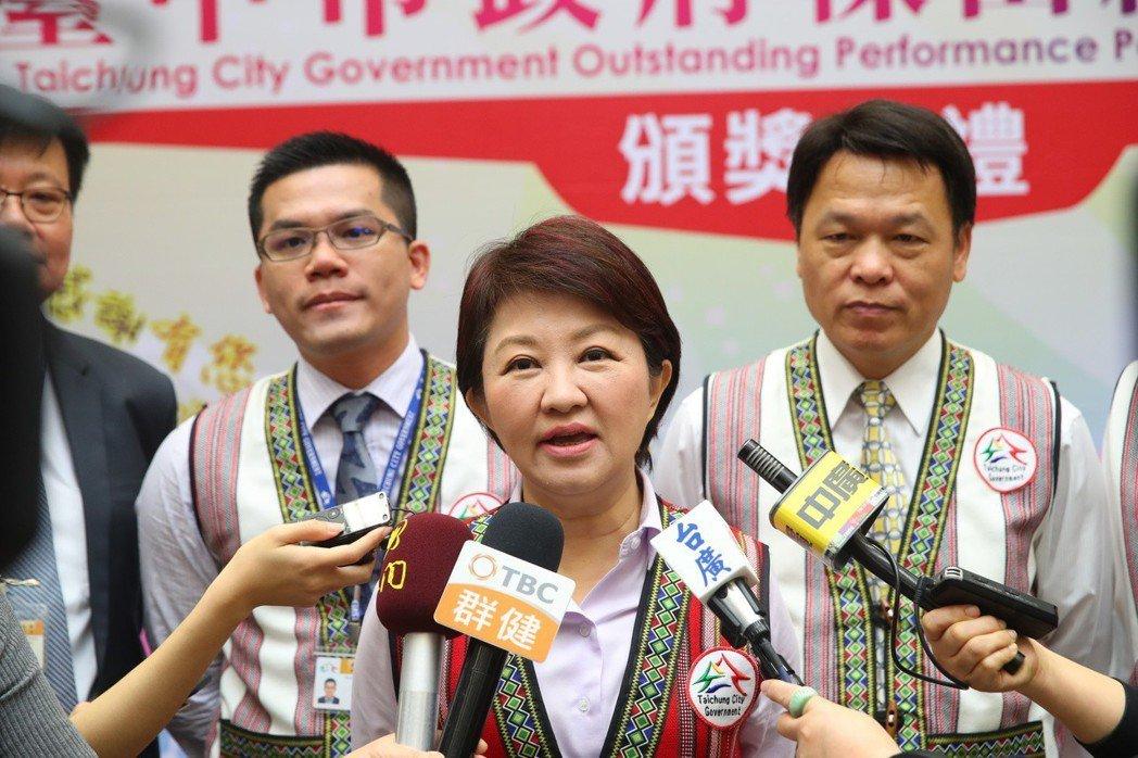 台中市長盧秀燕呼籲,追求「非核家園」的目標,也不能由火力發電的「空汙家園」代替,...
