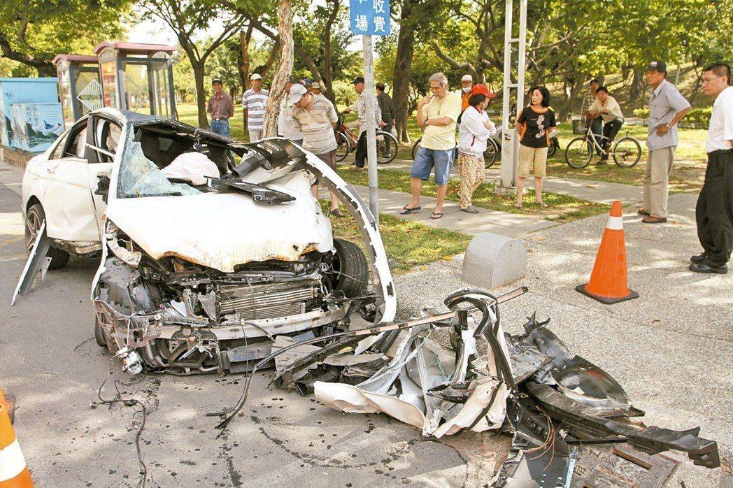 另也增設酒駕同車共責對乘客之處罰規定,對於年滿18歲的同車乘客,可罰600元至3...