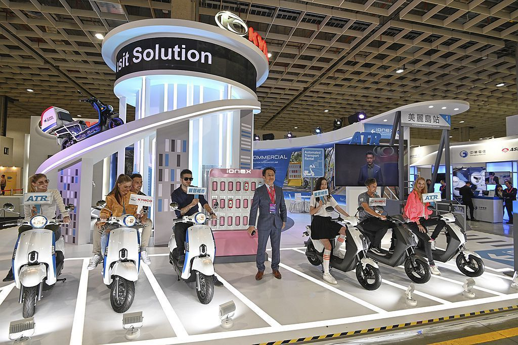 KYMCO(光陽工業)參加首次舉辦的「2019智慧城市展」在智慧交通主題領域展,並正式宣告推出「Ionex智慧自助租賃」(Automated Transport Rental)新方案。 圖/KYMCO提供