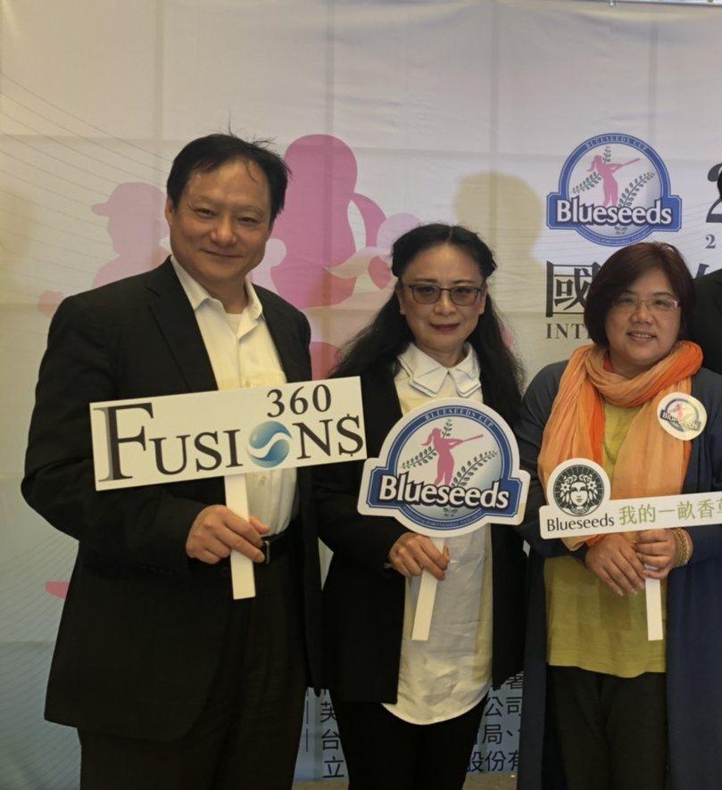 Fusion$360創辦人王可言(左起)、亞洲大學副校長林蔚君、芙彤園創辦人詹茹...