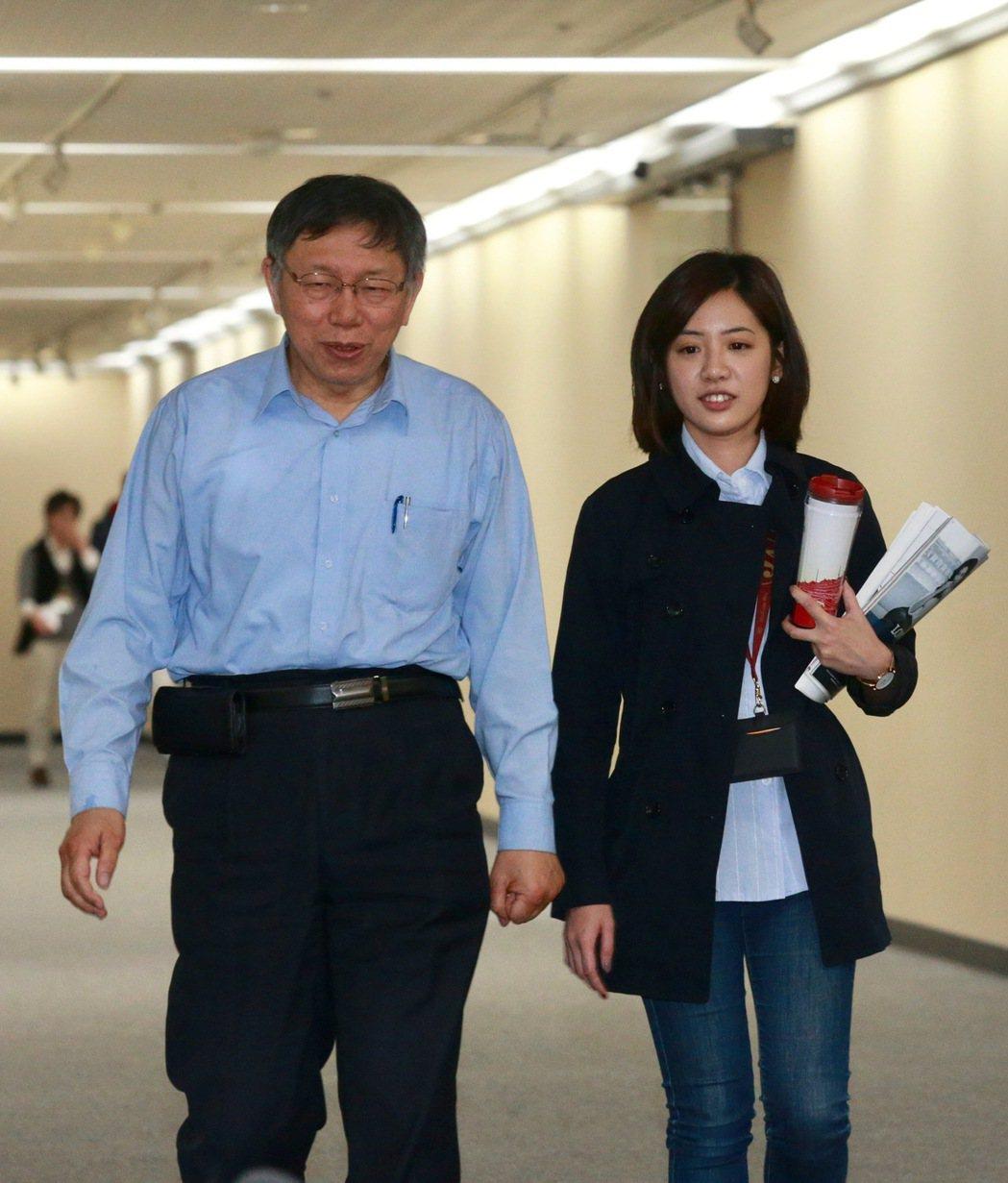「學姐」黃瀞瑩(右)是柯文哲市長(左)的得力助手。圖/聯合報系資料照