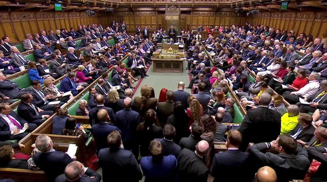 周四下午,英國國會針對「替代路線」,一連發起了「8種方案」的意向投票。但在纏鬥一...