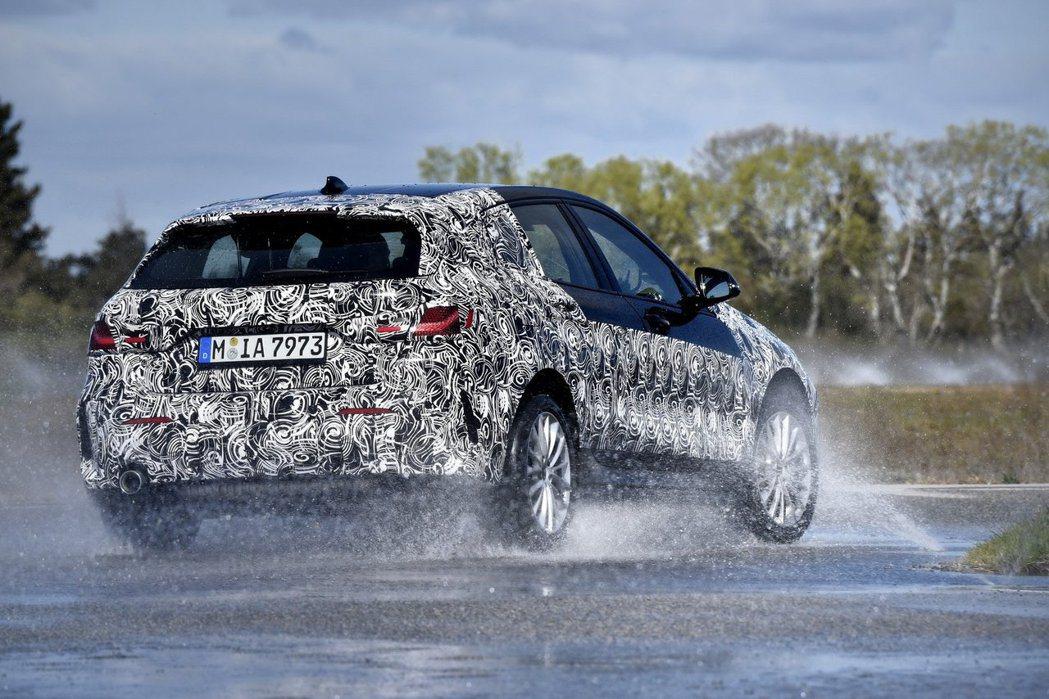 新世代1 Series更是BMW內燃機車型中,首款搭載ARB連續性限滑差速器的車...