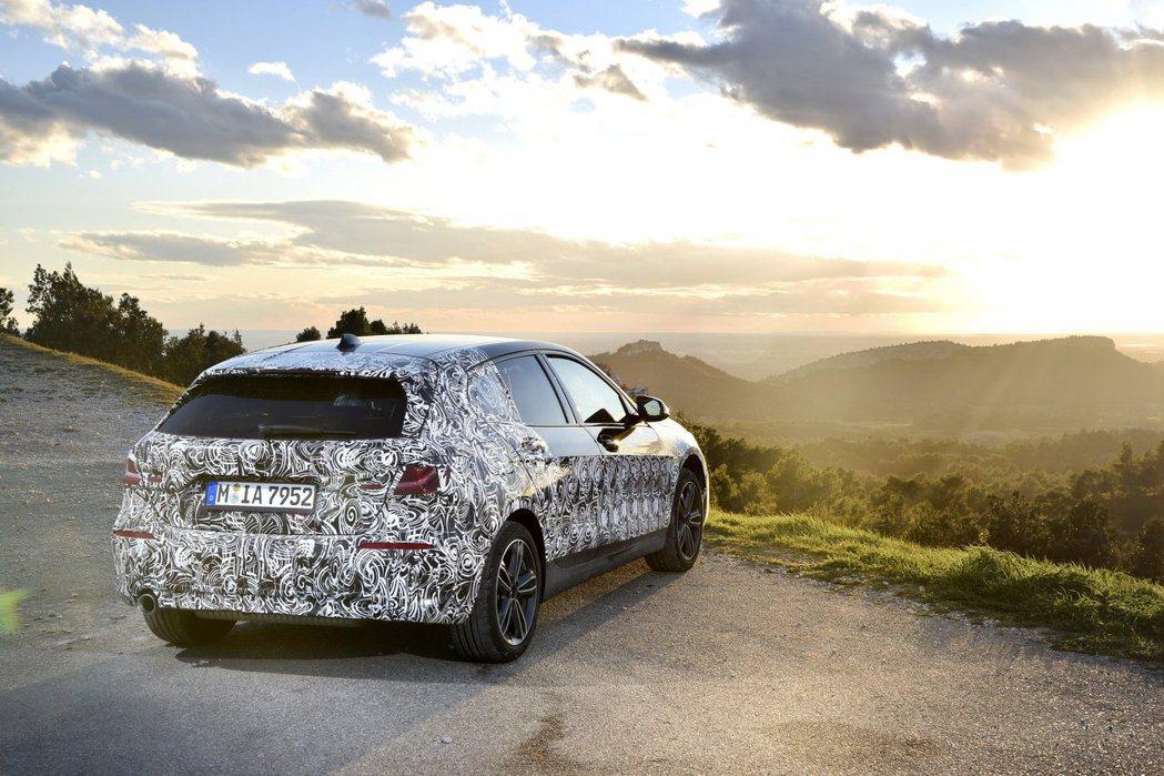 由於新世代BMW 1 Series改採前驅底盤的緣故,其空間表現也因此受益。 摘...