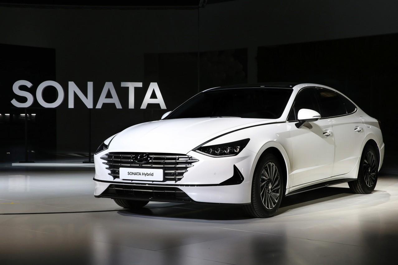 全新Hyundai Sonata Hybrid新增太陽能車頂 換檔速度提升30%