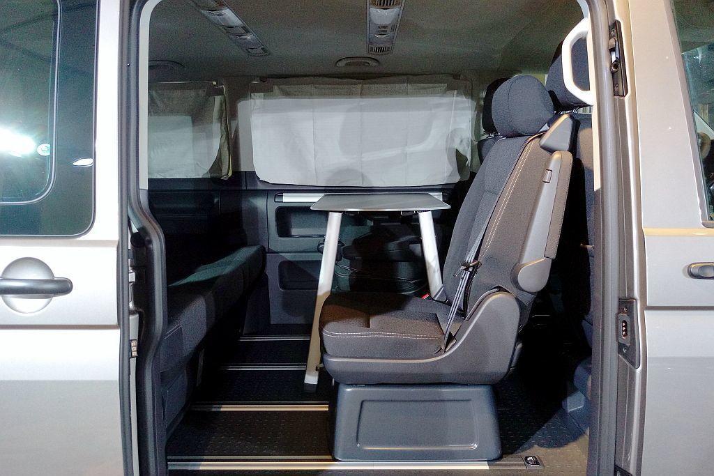 Freestyle擁有3排共7人座的座椅配備與無段式滑軌系統,其中第二、三排座椅能前後滑移與前傾調整。 記者張振群/攝影