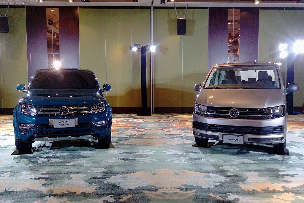 新年式福斯商旅Amarok V6 Aventura(左)及新Freestyle(右),售價分別為198.8萬台幣、179.8萬台幣起。 記者張振群/攝影