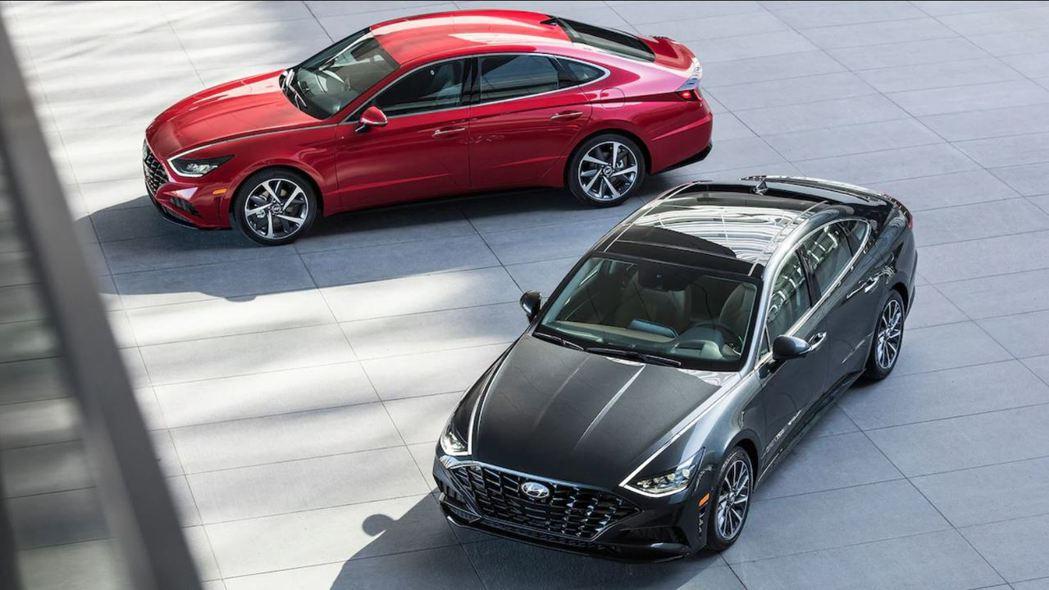 新世代美規Hyundai Sonata即將在四月中舉行的紐約車展上正式發表。 摘...