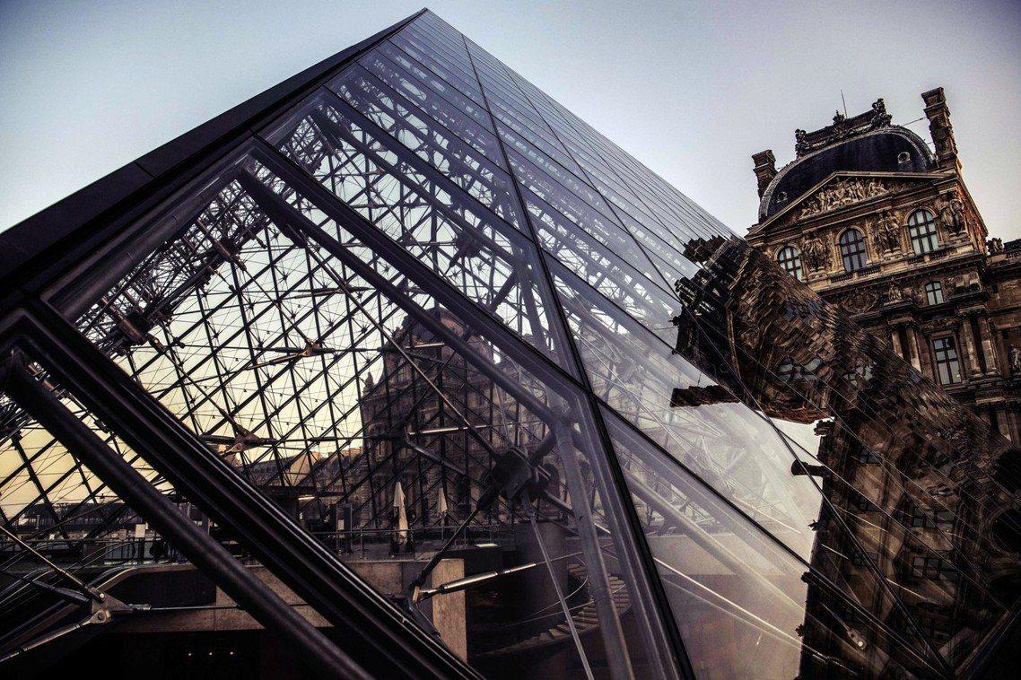 「與羅浮宮一樣偉大的藝術作品!」歡慶落成30周年的羅浮宮金字塔,如今已是法國、甚...