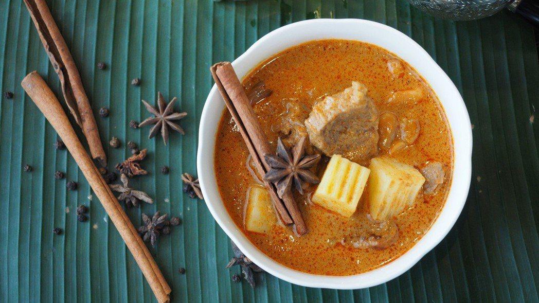 魅惑暹羅味 - 美國牛腱瑪莎曼咖哩。