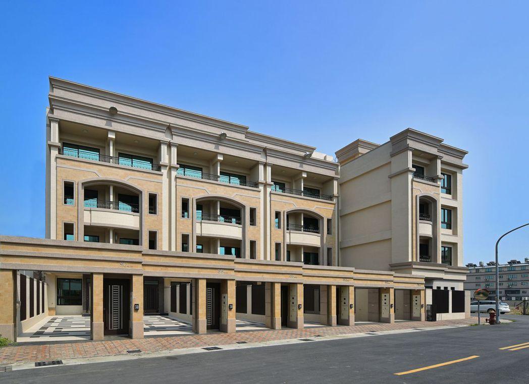 1樓氣派客餐廳‧靜街臨路雙車位別墅。圖片提供/文陽鑫建設