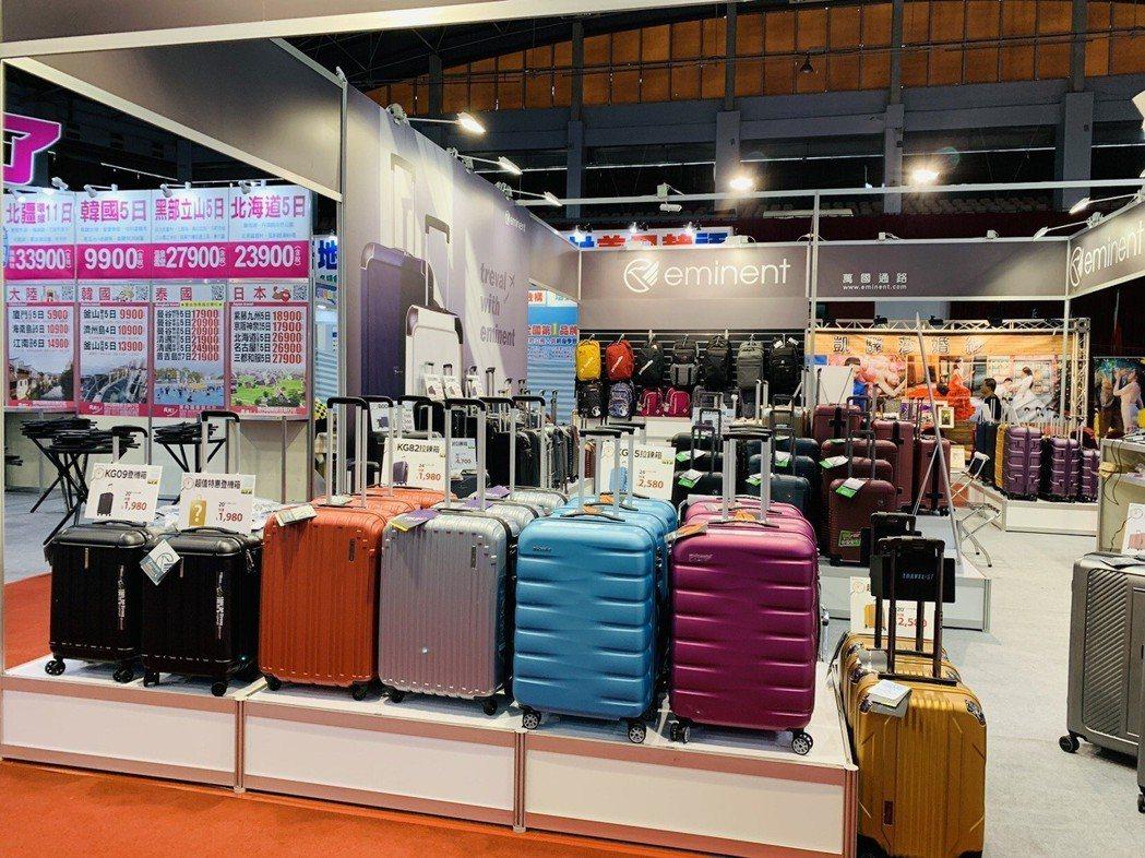 旅展期間,各式旅行箱、登機箱任民眾選購。 業者/提供。