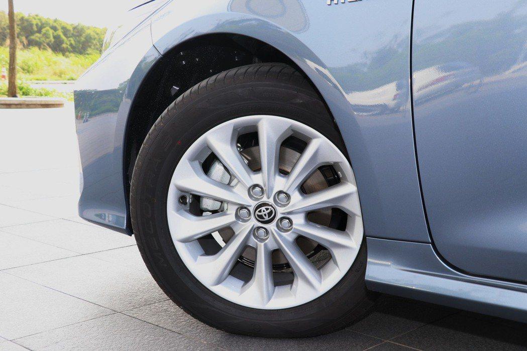 16吋鋁圈造型較平淡,配胎有升級的空間。 記者陳威任/攝影
