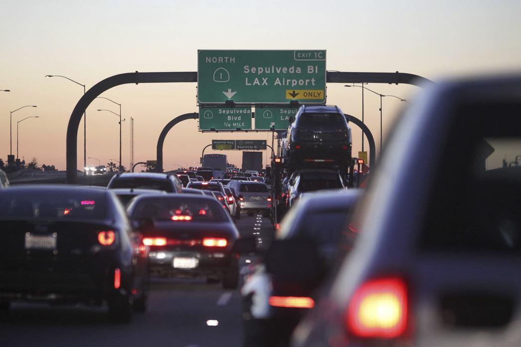 洛杉磯是全世界上下班通勤塞車最嚴重的城市。 圖/路透社