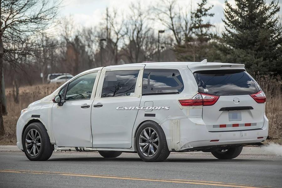 新世代Toyota Sienna間諜照曝光!車型大了一個尺寸!