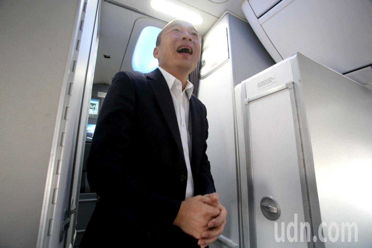高雄市長韓國瑜結束七天訪問行程,搭機返回高雄。記者劉學聖/攝影