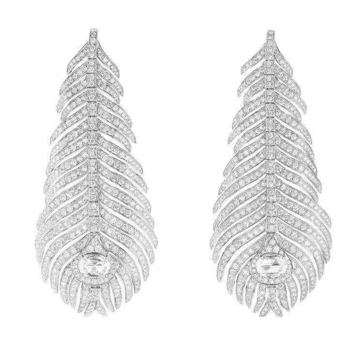 河智苑配戴的寶詩龍Plume de Paon系列孔雀羽毛耳環,18K白金鑲嵌鑽石...