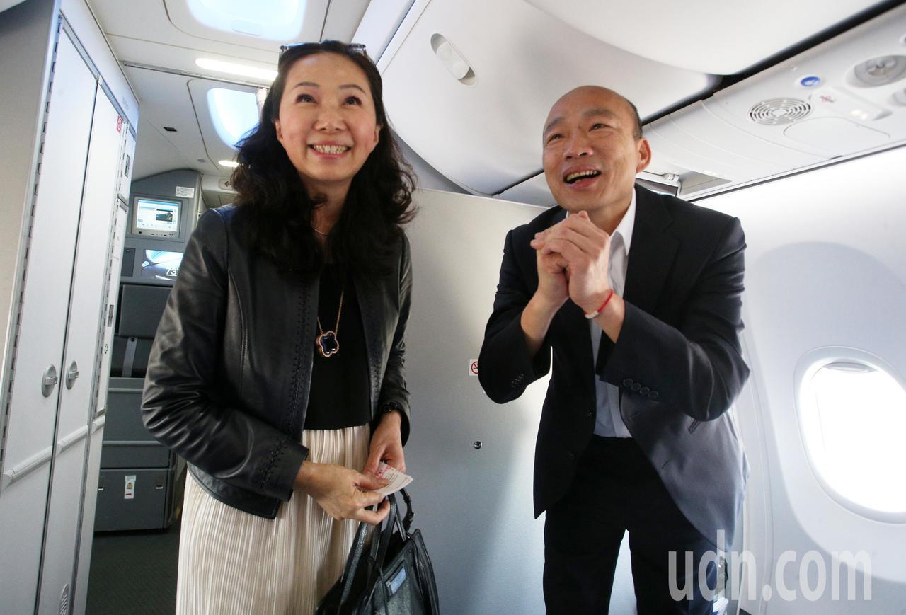 高雄市長韓國瑜結束七天港澳大陸參訪行程,今天上午到廈門高崎機場搭機返回高雄,上飛...