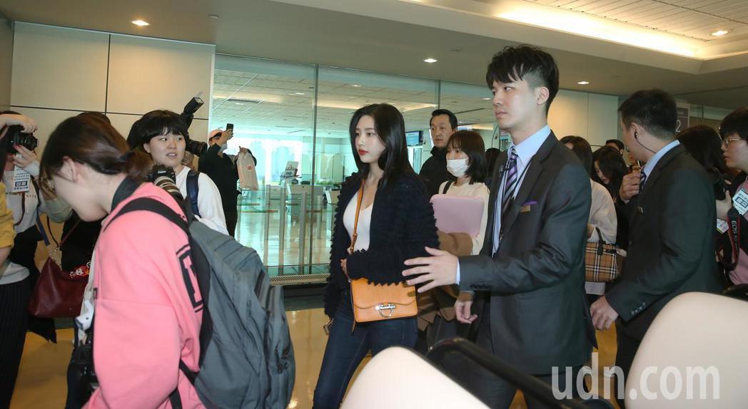 韓團red velvet28日上午搭機抵台。記者陳嘉寧/攝影