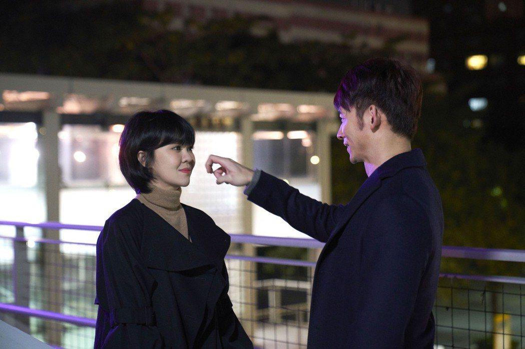 郁可唯(左)與溫昇豪演出離別戲碼。圖/華研國際提供