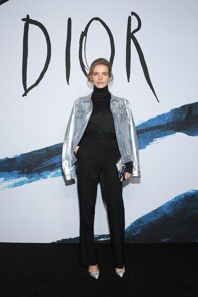 超模娜塔莉亞.沃迪亞諾娃穿著與林心如同款的So Kate塗鴉紅底鞋出席巴黎男裝周...