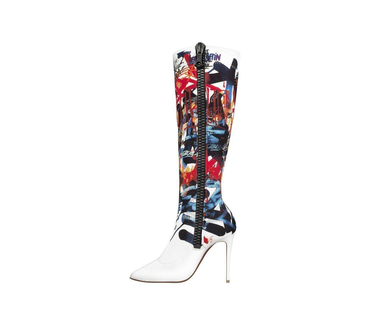 娜塔莉亞.沃迪亞諾娃詮釋的塗鴉靴款。圖/Christian Louboutin提...