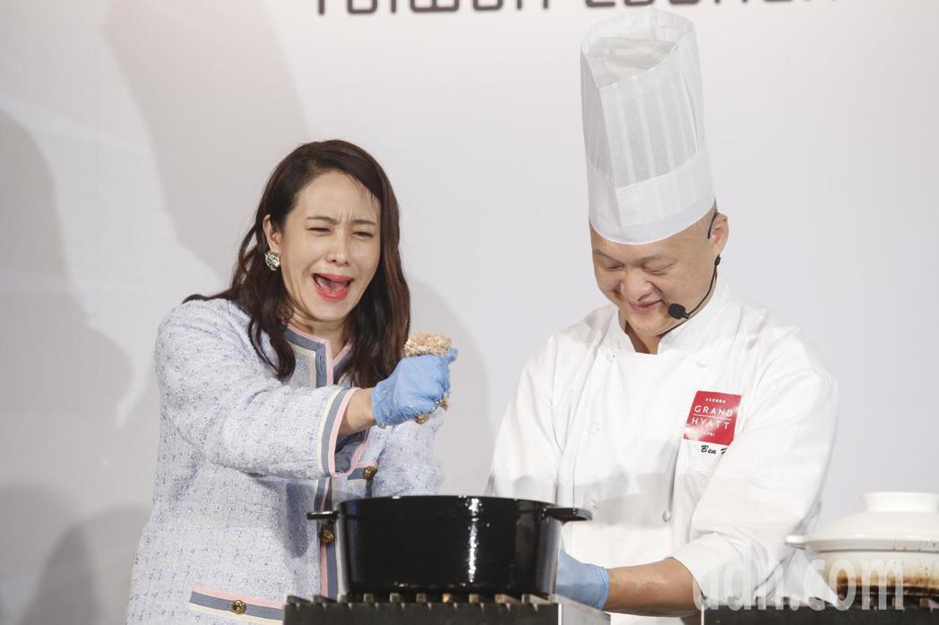 金馬女星林嘉欣(左)下午參加Green Monday台灣啟動記者會,分享自己每周...