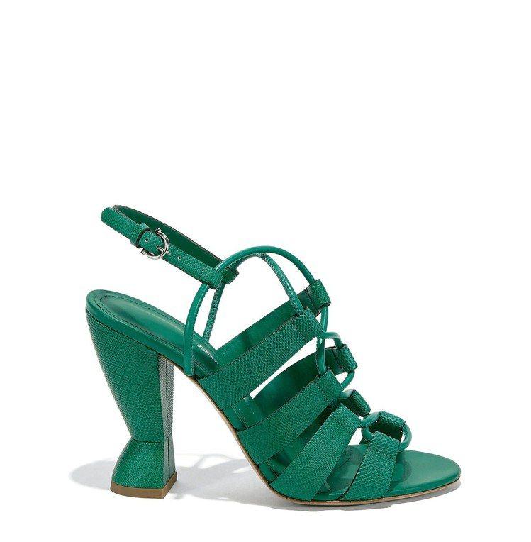 始源推薦的SIRMIO綠色水蛇皮高跟鞋,39,900元。圖/Ferragamo提...