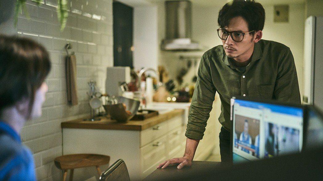 溫昇豪在《我們與惡的距離》演出賈靜雯丈夫。圖/公視提供