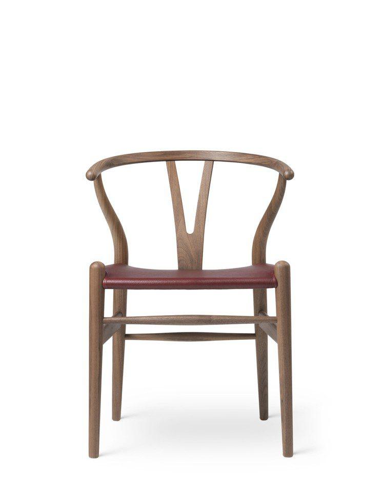 全新奢華升級版的Y Chair,座墊以羊皮打造,選在威格納105歲冥誕前夕4月2...
