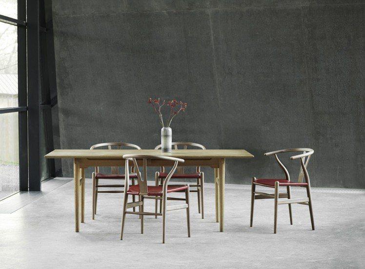 Y Chair的支撐性、與手工木椅骨架接合的緻密性,整體流線感十足,看來更加優雅...