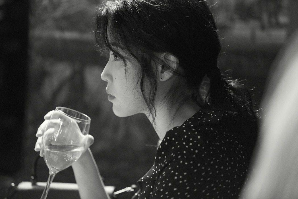 IU獻電影處女秀,接拍Netflix「女孩,四繹」。圖/Netflix提供